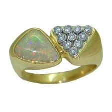 Opal Ring in 14 Karat Yellow Gold