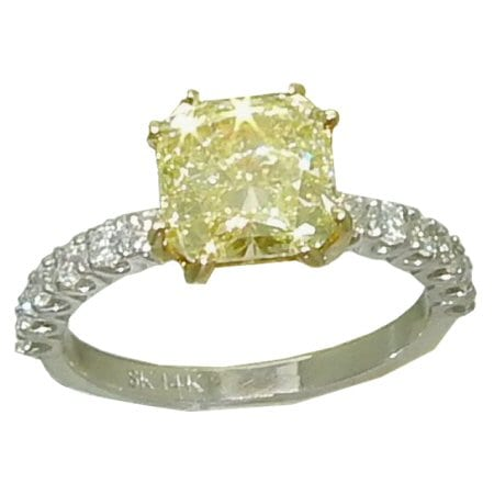 2.75ct Yellow Diamond