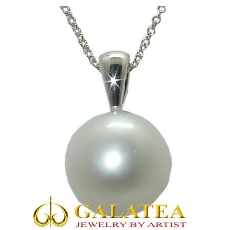 Pearl Necklace in 14 karat white gold