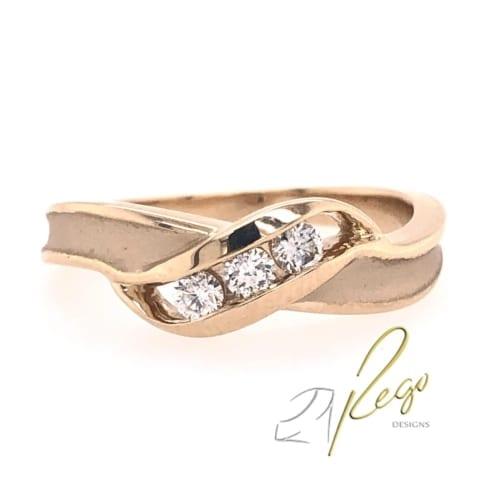 Diamond ring front